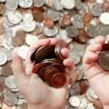 Hænder fyldt med drikkepenge